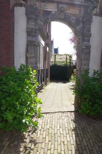 Tussen stop en rondleiding in Woudichem (4)